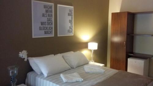 A bed or beds in a room at Pousada Amaina Natal