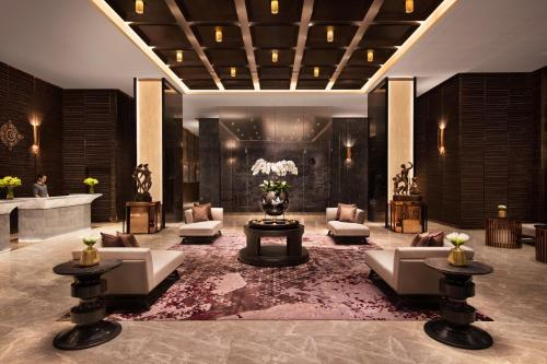 The lobby or reception area at Bangkok Marriott Hotel The Surawongse - SHA Certified