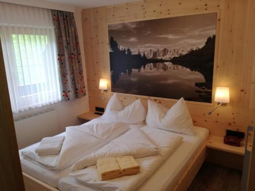 Postel nebo postele na pokoji v ubytování Gästehaus Bergwelt