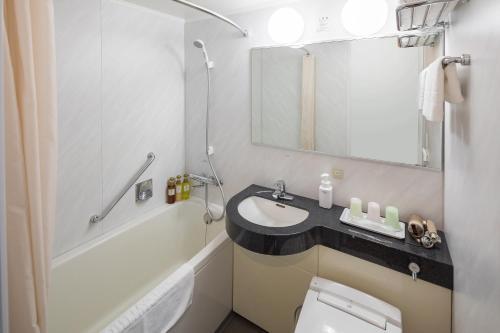 A bathroom at HOTEL MYSTAYS Kyoto Shijo