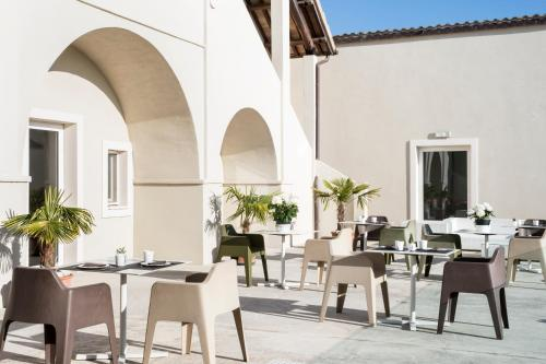 A restaurant or other place to eat at Hotel & Resort Le Colombare