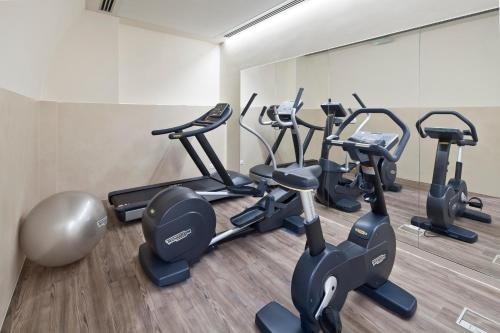 The fitness center and/or fitness facilities at Hotel Unicus Palace