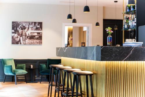 The lounge or bar area at Hotel Acacia