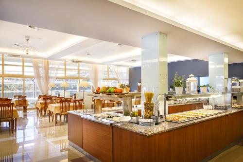 A restaurant or other place to eat at Aminess Lume Hotel