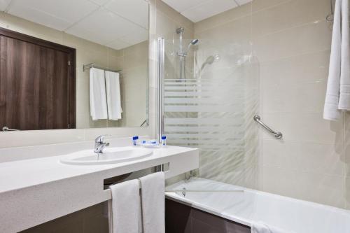 Ett badrum på Hotel Best Siroco