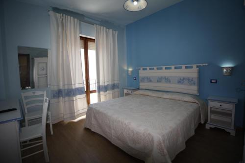 A bed or beds in a room at B&B Selvaggio Blu