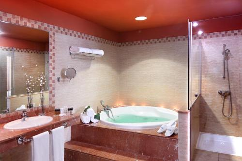 A bathroom at Occidental Jandía Royal Level - Adults Only