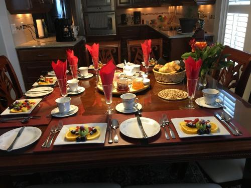 A restaurant or other place to eat at Graystone Bed & Breakfast