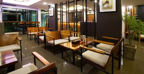 The lounge or bar area at Baitong Hotel