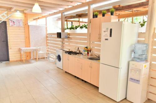 Кухня или мини-кухня в Гостевой дом Лесана