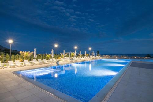 The swimming pool at or close to King Maron Wellness Beach Hotel