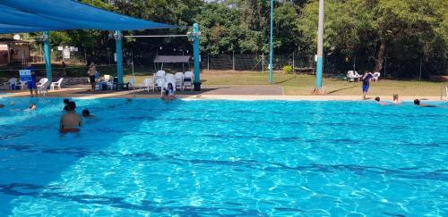 בריכת השחייה שנמצאת ב-אצל ננו או באזור
