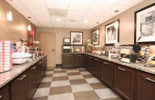 A restaurant or other place to eat at Hampton Inn Tampa International Airport/Westshore