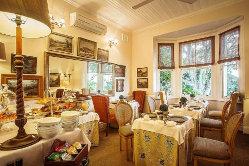 A restaurant or other place to eat at Goble Palms Guest Lodge & Urban Retreat