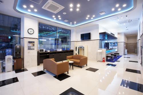 The lobby or reception area at Toyoko Inn Seoul Gangnam