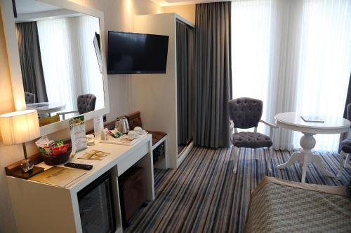 A television and/or entertainment center at Seven Deep Hotel