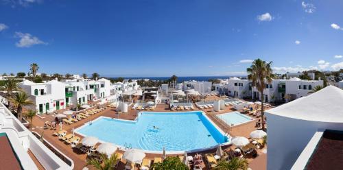 Uitzicht op het zwembad bij Gloria Izaro Club Hotel of in de buurt