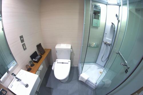 A bathroom at Agora Place Tokyo Asakusa