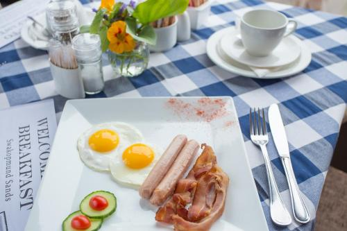 Breakfast options available to guests at Swakopmund Sands