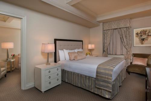 A bed or beds in a room at Warwick New York