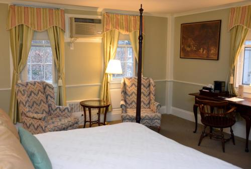 A bed or beds in a room at Concord's Colonial Inn