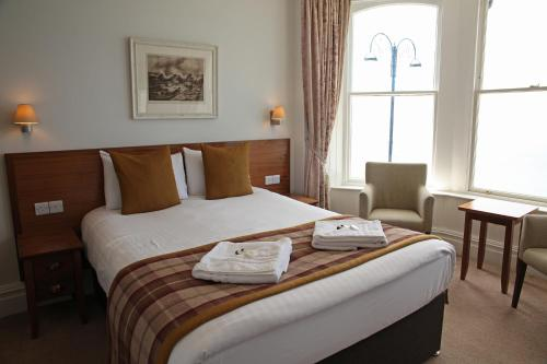 A bed or beds in a room at The Glengower