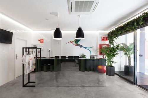 Una cocina o zona de cocina en 2060 The Newton Hostel