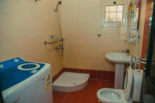 Um banheiro em Al Alya Furnished Apartments
