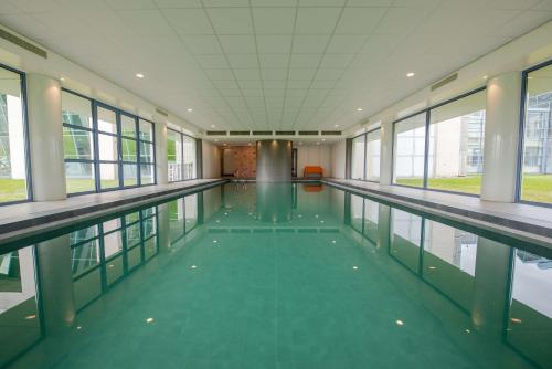 The swimming pool at or near Best Western Plus Hotel Groningen Plaza