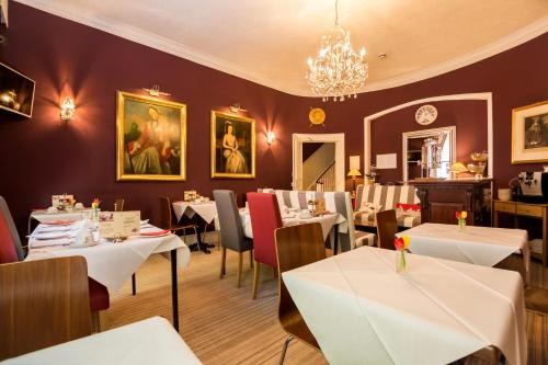 A restaurant or other place to eat at Arosfa Hotel London by Compass Hospitality