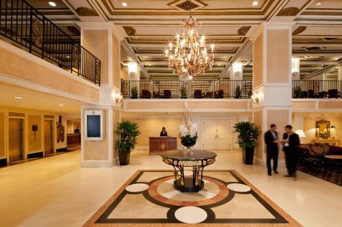 The lobby or reception area at Millennium Knickerbocker Chicago