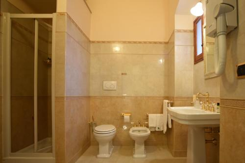 A bathroom at Tenuta Lama Gorga