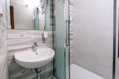 A bathroom at Garni Citi Hotel Veliki