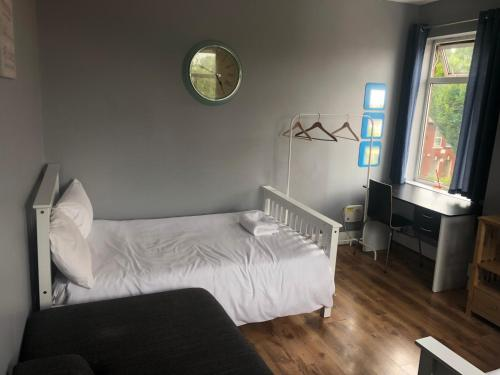 A bed or beds in a room at Oaklands (Self Check-in)