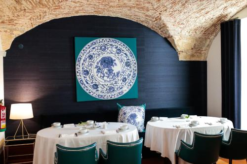 A restaurant or other place to eat at Palacio do Governador