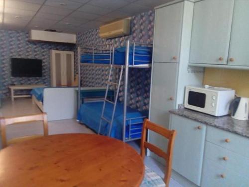 Una cocina o zona de cocina en Residencia Santiago Mallorca