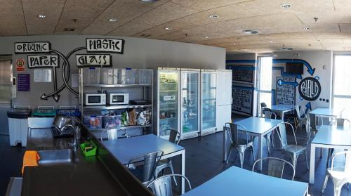 A restaurant or other place to eat at Urbany Hostel Barcelona