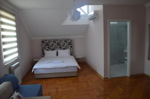 A bed or beds in a room at Hotel Drina