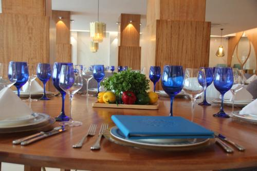 A restaurant or other place to eat at Maroko Bayshore Suites