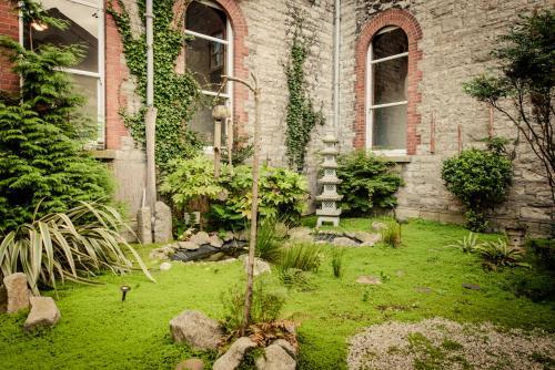 A garden outside DCU Apartments