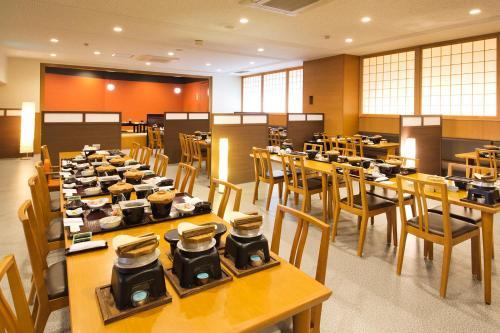 A restaurant or other place to eat at Kurobe UnazukiOnsen Togen