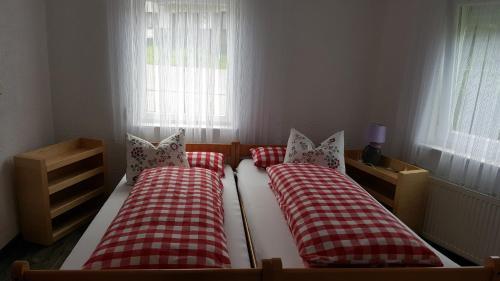 Ein Bett oder Betten in einem Zimmer der Unterkunft Ferienwohnung Dilara