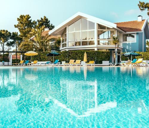 The swimming pool at or close to Aldeamento Turistico Casas da Comporta