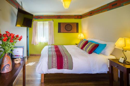 A bed or beds in a room at Pisac Inn