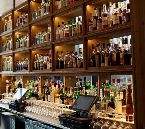 The lounge or bar area at 1 Hotel Brooklyn Bridge