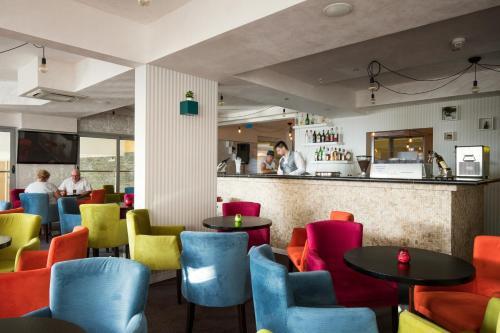 Sohvabaar või baar majutusasutuses Vile Oliva Hotel & Resort