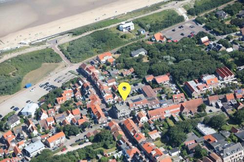 Een luchtfoto van Hotel Bommelje