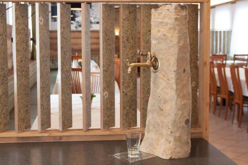 A bathroom at Tscheppe Lang-Gasthof