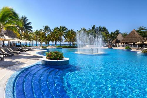 Бассейн в Catalonia Royal Tulum Beach & Spa Resort Adults Only - All Inclusive или поблизости