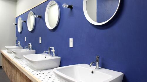 A bathroom at Iruka Hostel